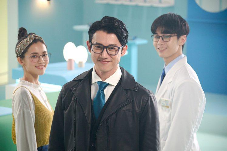 小林眼鏡二度與吳慷仁合作,讓他在新形象廣告中,化身幸福特務。圖/小林眼鏡提供