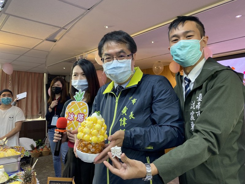 台南市政府媒合台南知名12家甜點業者,推出限定鳳梨甜點料理。本報資料照片