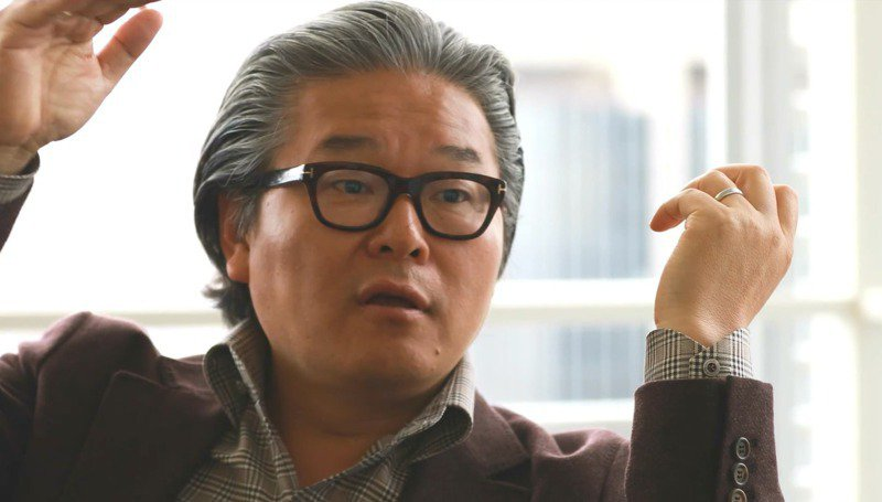 Bill Hwang操盤家族辦公室Archegos長期操作高槓桿交易,引發Archegos Capital Management「爆倉」事件,個人財富幾近蒸發。圖/翻攝自Youtub FULLER studio