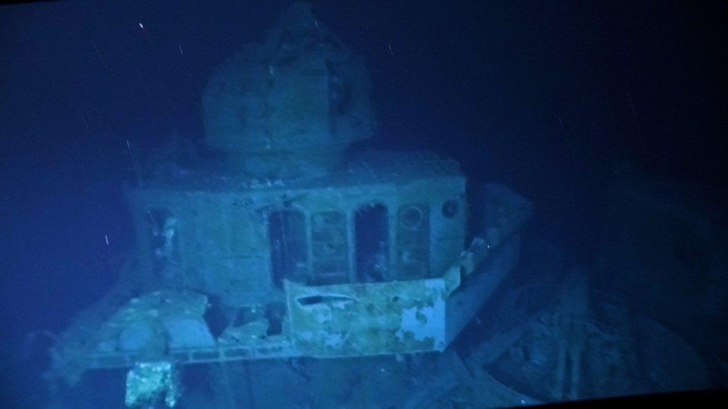 於1944年薩瑪島海戰率先衝鋒,與大和號戰艦在內日本海軍主力艦隊死鬥沉沒的美國海...