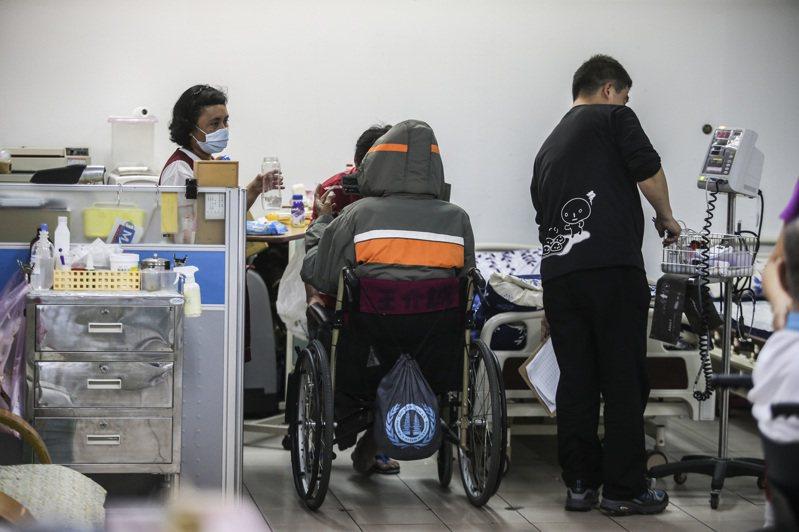 愛滋感染者在穩定服藥下,病毒量其實非常低,存活時間也很久,在這種情況下,長照服務需求與一般人無異。圖/聯合報系資料片