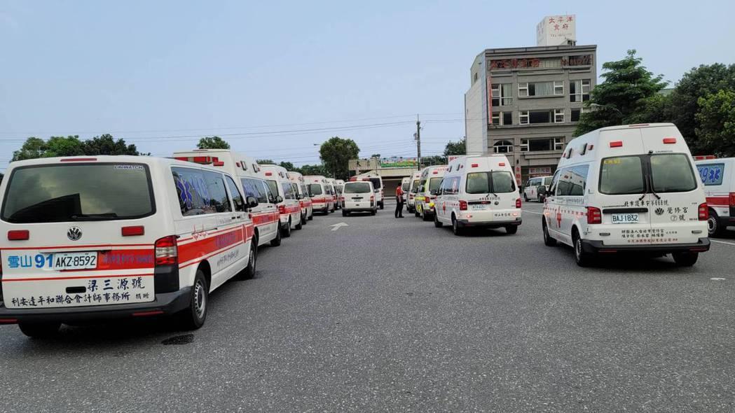 太魯閣號事故死者人數太多,救護車先將大體載運至離案發現場最近的新城火車站。 讀者...