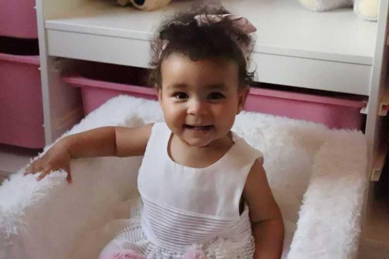 丹麥與肯亞混血的14個月大女嬰阿雅.倫特被診斷出患有罕見遺傳疾病。阿雅的父母現在必須跟時間賽跑,要在她滿2歲前籌到210萬美元,搶救寶貝女兒的生命。圖/Facebook/Help Little Ayah