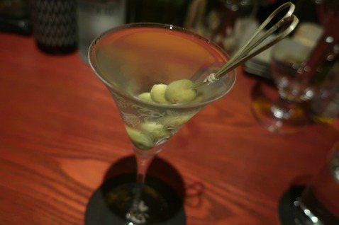 我的琴酒之愛,始於馬丁尼,一步步延伸到餐桌上與日常裡。 圖/葉怡蘭提供