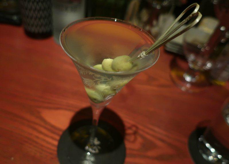 我的琴酒之愛,始於馬丁尼,一步步延伸到餐桌上與日常裡。圖/葉怡蘭提供