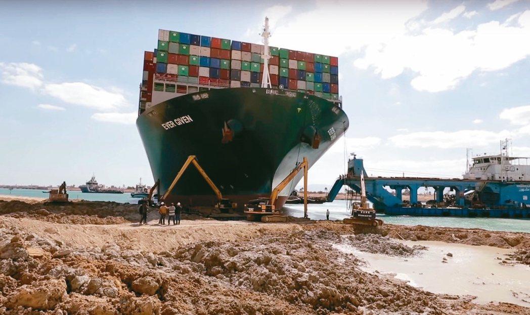 長榮海運「長賜輪」堵塞狀況雖已排除,但埃及當局表示可能對此事件求償。(本報系資料...