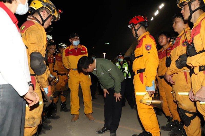 交通部長林佳龍今在臉書發文表示,發生這樣的事故,萬分沉重傷痛,自責愧疚。圖/截取自林佳龍臉書