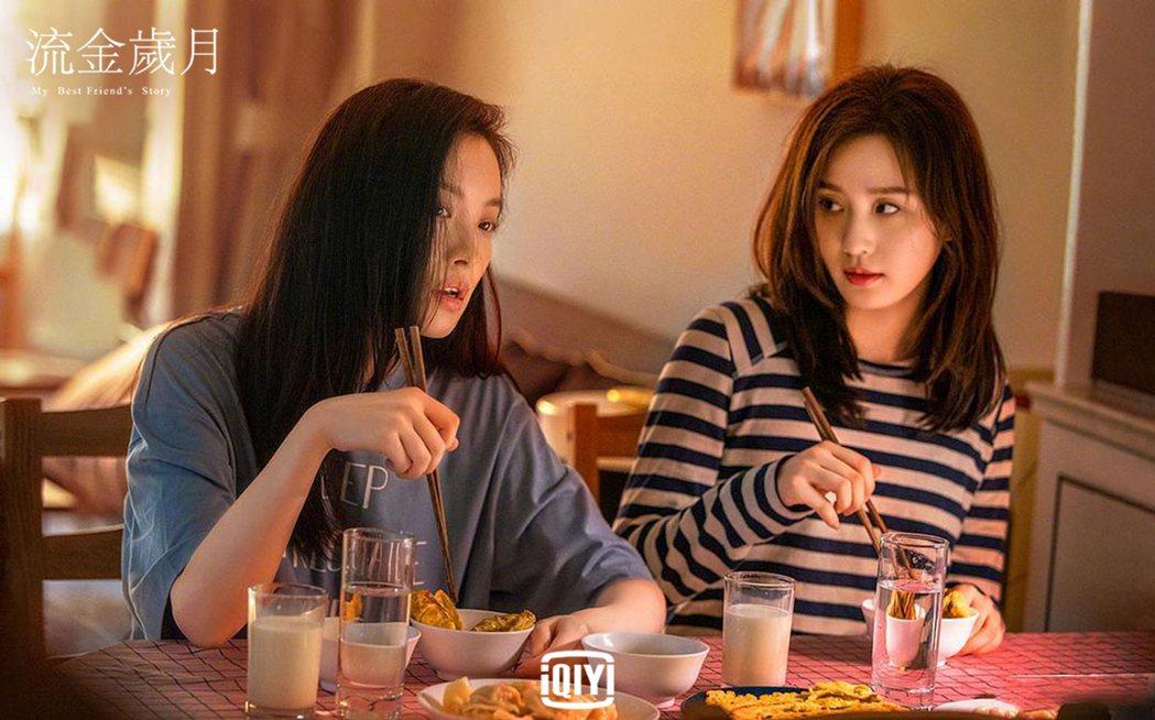 倪妮(左)與劉詩詩在「流金歲月」中把姊妹情深詮釋的感人至深。圖/愛奇藝國際站提供