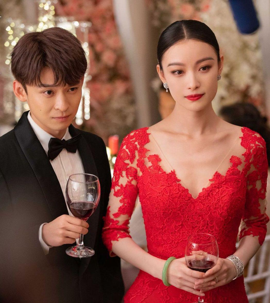 董子健與倪妮在「流金歲月」飾演一對夫妻。圖/擷自微博