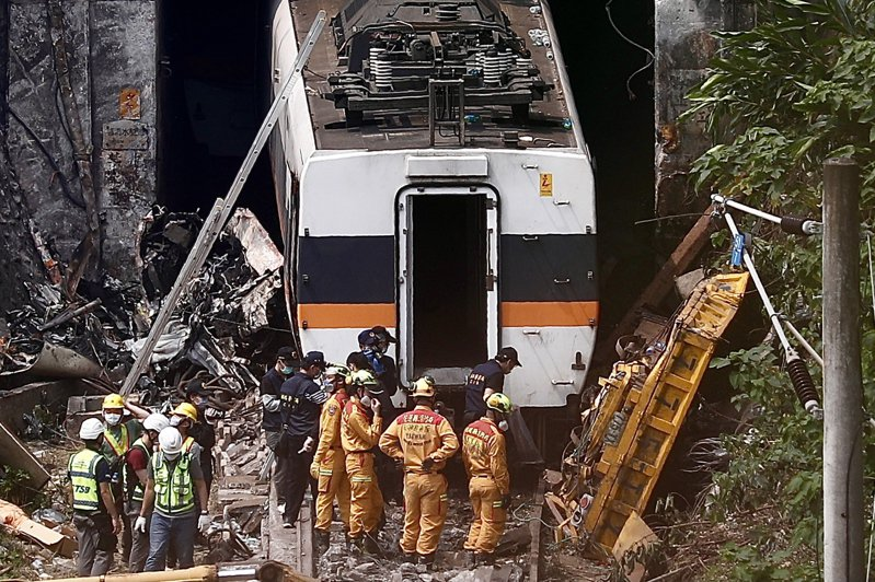 台鐵太魯閣號408次列車昨行經花蓮清水隧道時發生重大事故,釀51人死亡、188人輕重傷。 歐新社