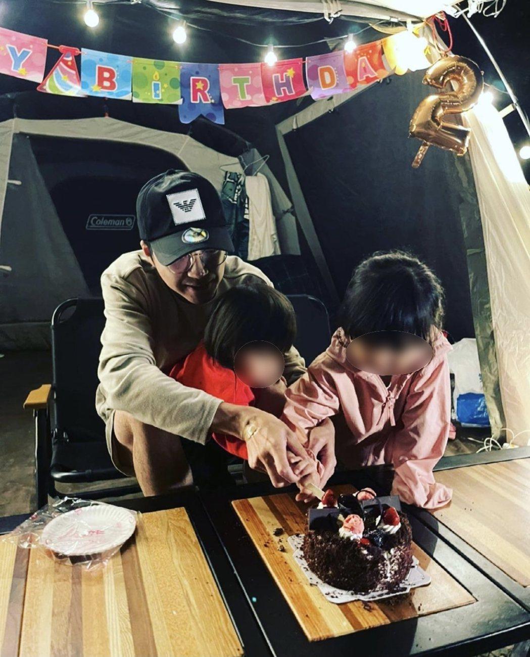 江宏傑(左)分享與一雙兒女露營慶生照。圖/摘自IG