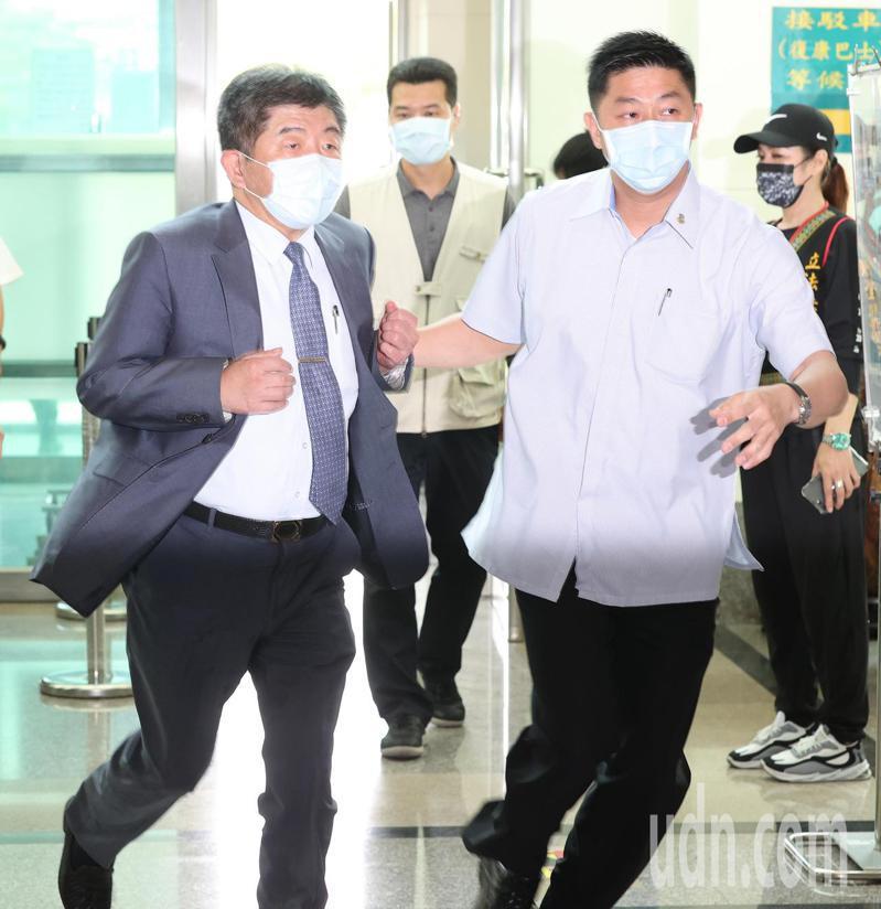 太魯閣出軌意外,衛福部長陳時中(左)一早陪同總統蔡英文到醫院探視傷患。記者潘俊宏/攝影