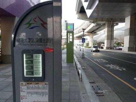 台中市交通局說,公車站牌設置若空間足夠,均會優先設置大型集合式站牌,將持續檢視捷運沿線站位。圖/台中市交通局提供