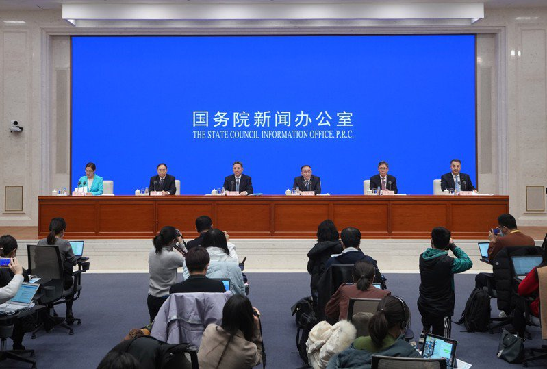 中共國務院發布預計2035年完成的立體交通網規畫圖中,出現從北京直抵台北的高鐵。新華社