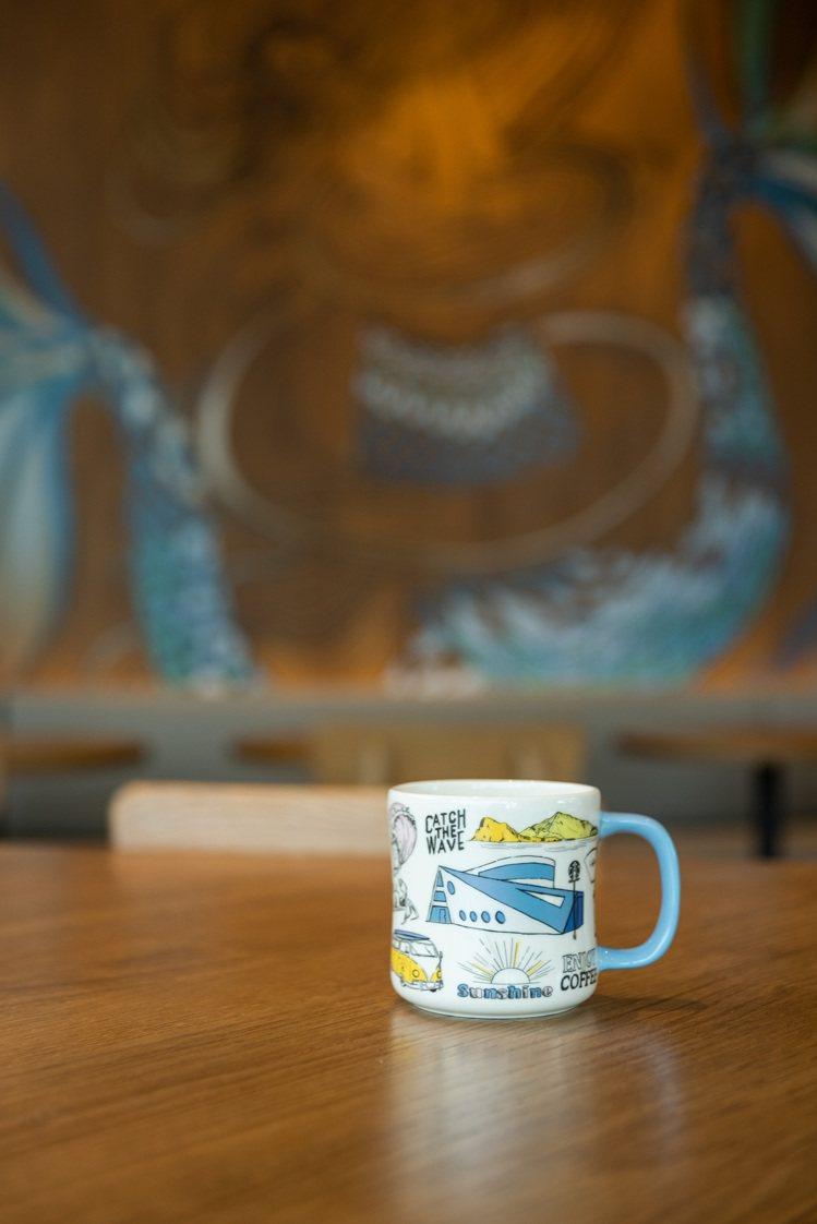 歡慶宜蘭頭城門市開幕,星巴克更推出門市首賣的「宜蘭頭城馬克杯」。圖/星巴克提供