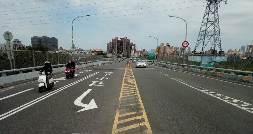 位於板橋和新莊間的新海橋將於4月6日至10日,晚上10時至翌日上午6時封閉單向道...