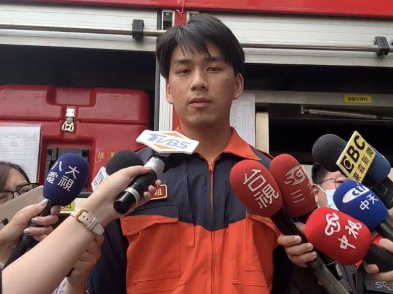 剛加入新北特搜大隊約4個月的楊勝富接受訪問,回憶救災過程。記者柯毓庭/翻攝