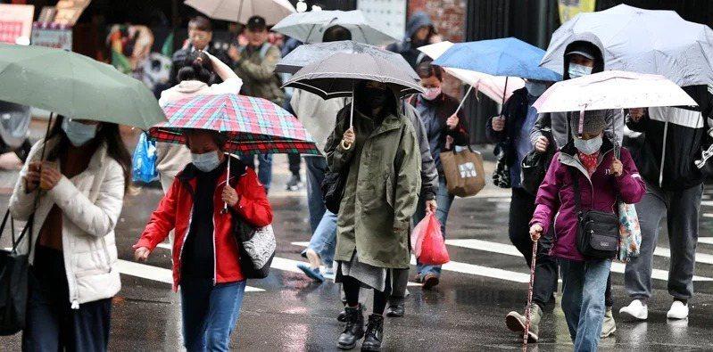 氣象專家吳德榮表示,舒力基預估今明兩天發展至最強,預估22日外圍環流對東半部造成明顯降雨。圖/聯合報系資料照