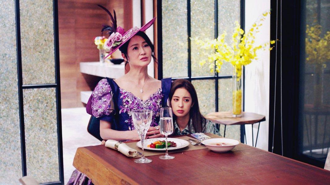 李之勤(左)和莫允雯在「戀愛是科學」中演母女。圖/三立提供