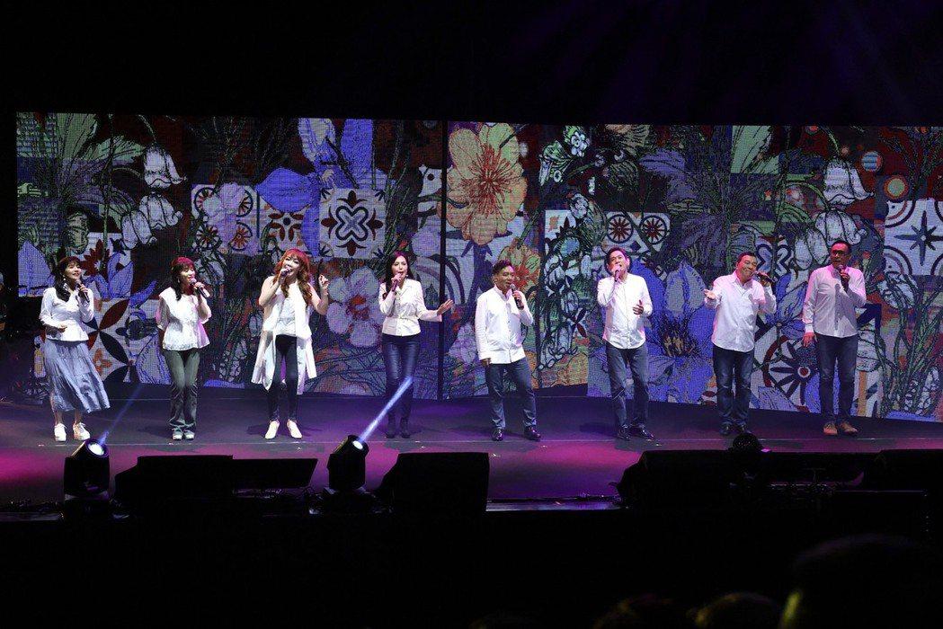 陳艾湄(左起)、周子寒、王海玲、于台煙、施孝榮、殷正洋、李明德和王瑞瑜今晚齊唱響