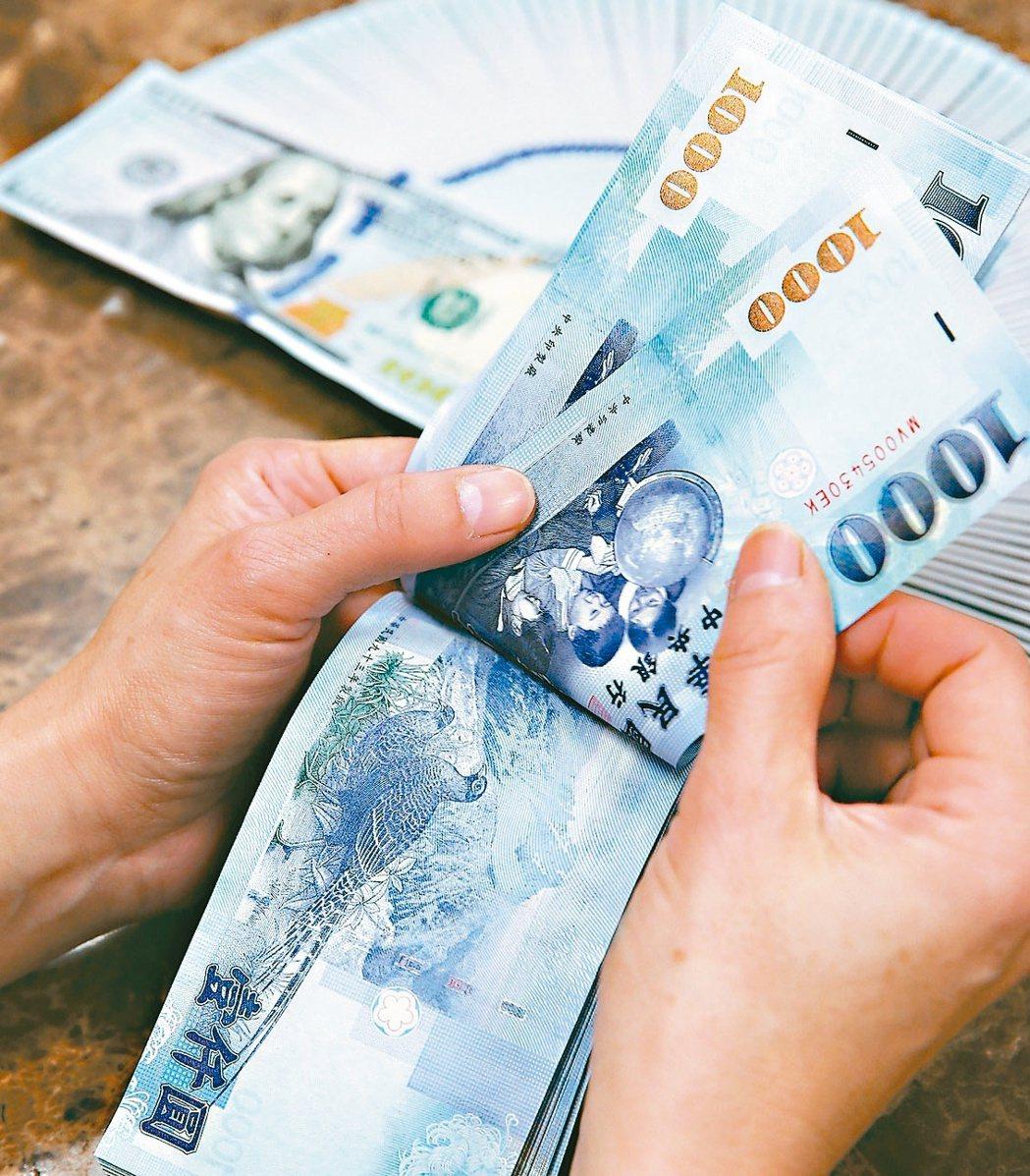央行日前公布2月貨幣總計數M1B、M2年增率持續飆高。(本報系資料庫)