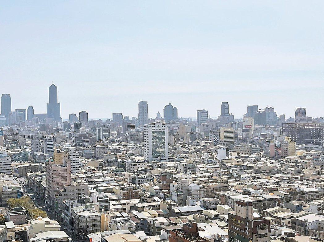 高雄房市面臨人口紅利衰縮的壓力,討論度不若台南熱絡。記者林政鋒/攝影