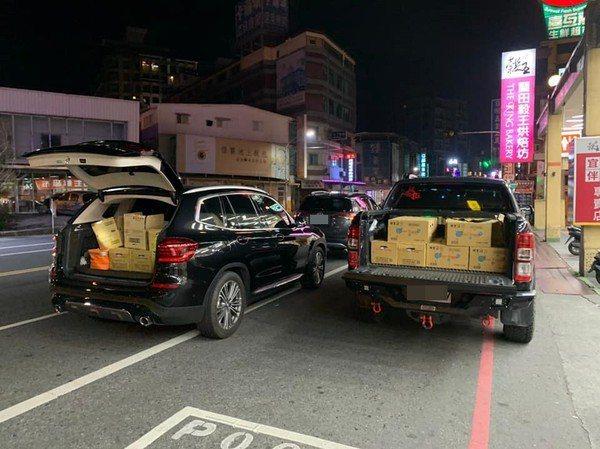 車內裝滿物資。圖/取自爆料公社