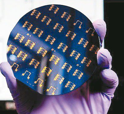 石墨烯等二維材料未來或許能取代矽,成為製造晶片的關鍵材料。圖/美聯社