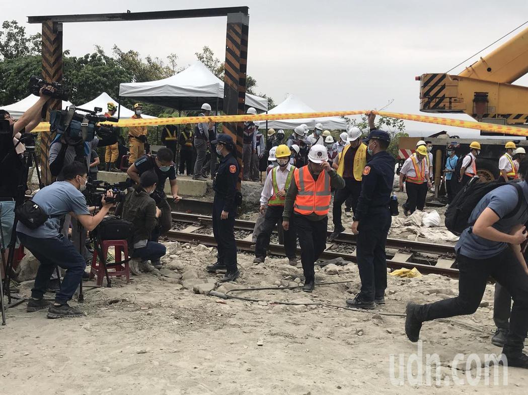 太魯閣號事故第三天,交通部長林佳龍到清水隧道勘察搶修進度。記者王燕華/攝影