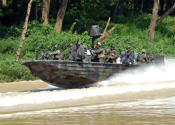 海軍司令部採購突擊艇登船工具組,交貨後驗收未過,直到現在仍然多次無法通過驗收。圖/取自US NAVY