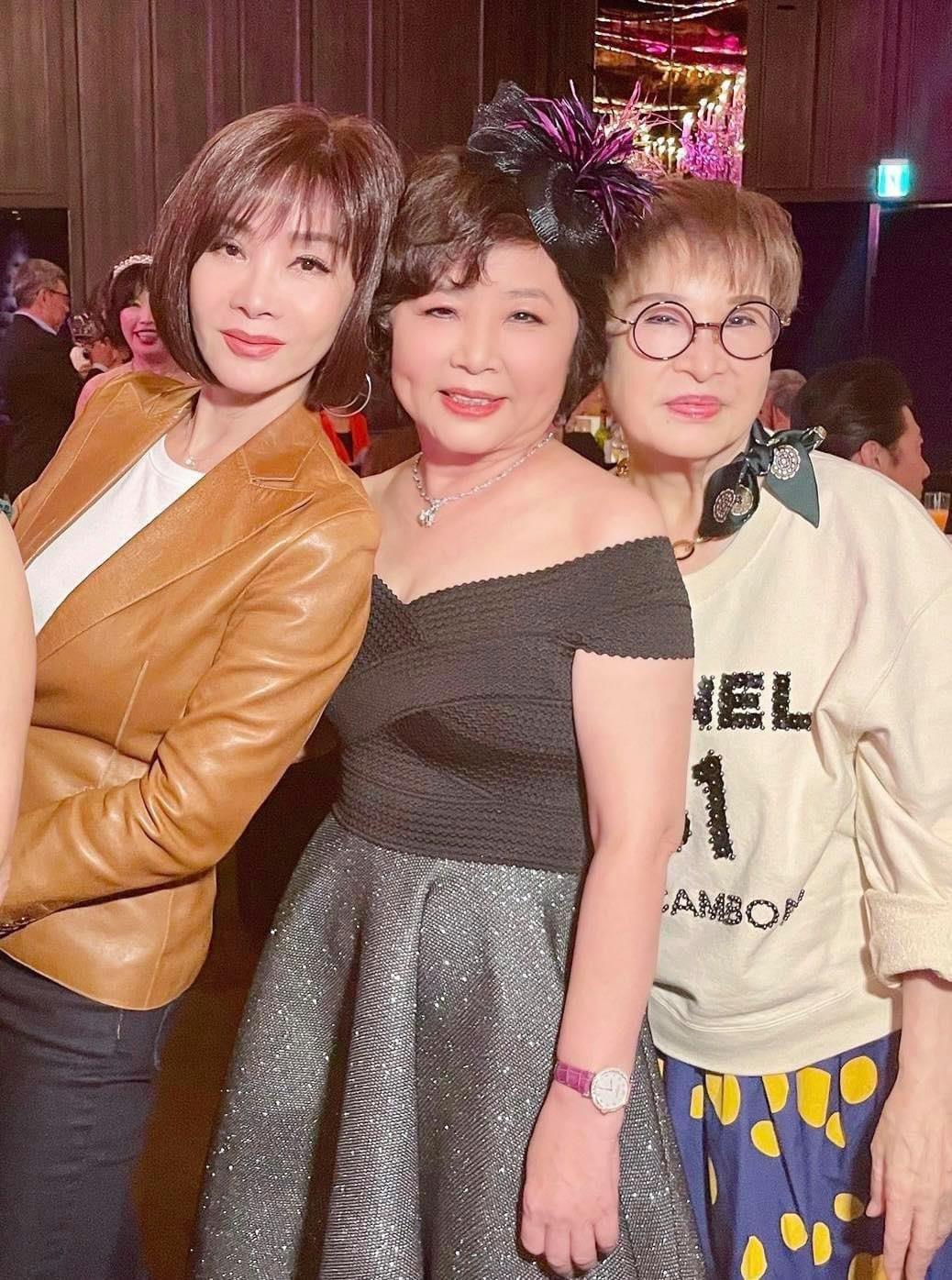 陳美鳳(左)參加林心如媽媽70歲壽宴。圖/摘自臉書