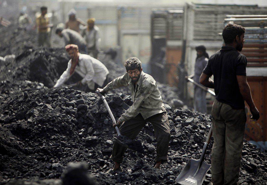 印度正推動一項堪稱歷來規模最大的煤礦場標售案,目標是煤礦開採事業民營化。(本報系...