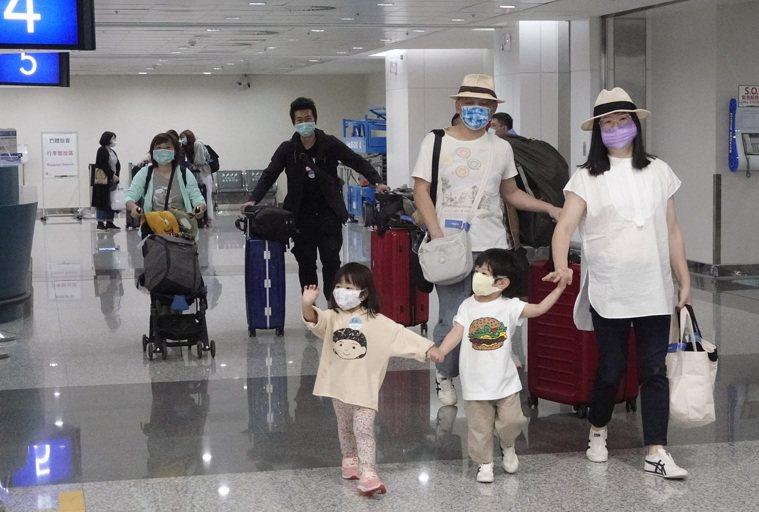 帛琉旅遊泡泡次發團昨出發,旅客人數比首發團減少許多。記者陳嘉寧/攝影