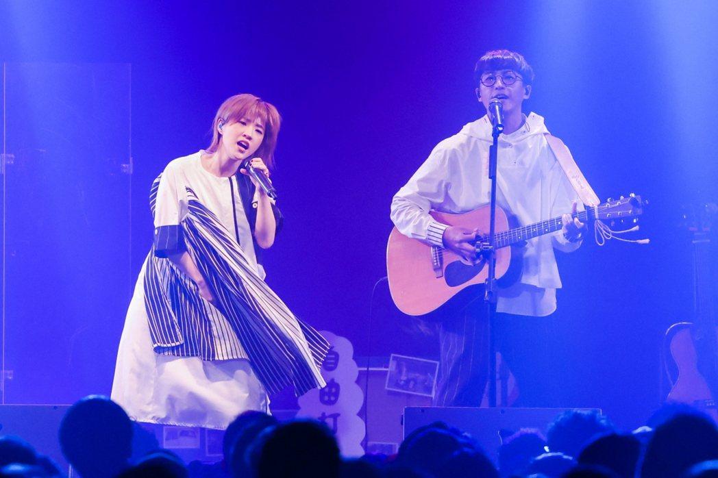 團長聖哲(右)和主唱小球組成「棉花糖」。記者沈昱嘉/攝影