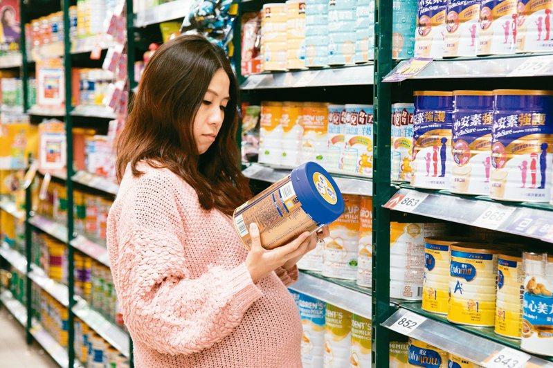市售成長配方品牌選擇多,父母難以發現隱藏的甜蜜危機。記者許詩愷/攝影