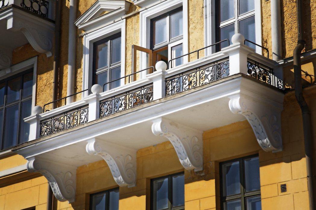 一名網友認為高樓層有露台還不錯,但若是低樓層也有露台,每天就得必須清掃,於是想問...