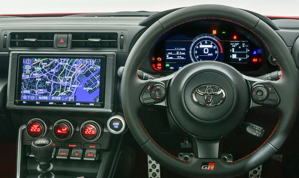7吋虛擬儀表加上可支援Apple CarPlay和Android Auto的8吋...