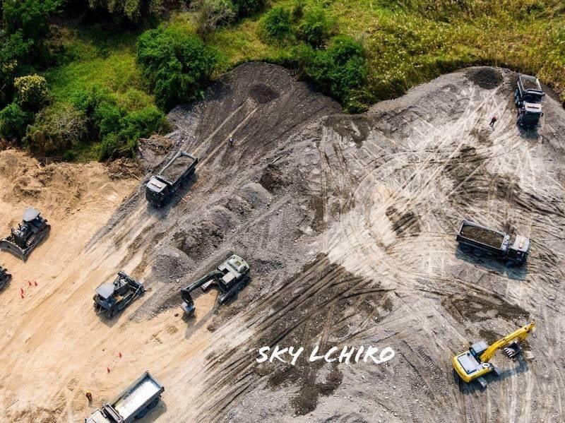 全台灣容量最大的曾文水庫集水區廣大,沖刷泥沙使庫容逐年降低,雖曾透過大壩心層加高增加容量,但莫拉克風災後淤積率達36.7%,政府多管齊下加強清淤,盼使水庫逐年回春。圖/南水局提供
