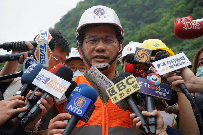 交通部長林佳龍4日表示,有關太魯閣號的交通事故責任不會迴避。(中央社)