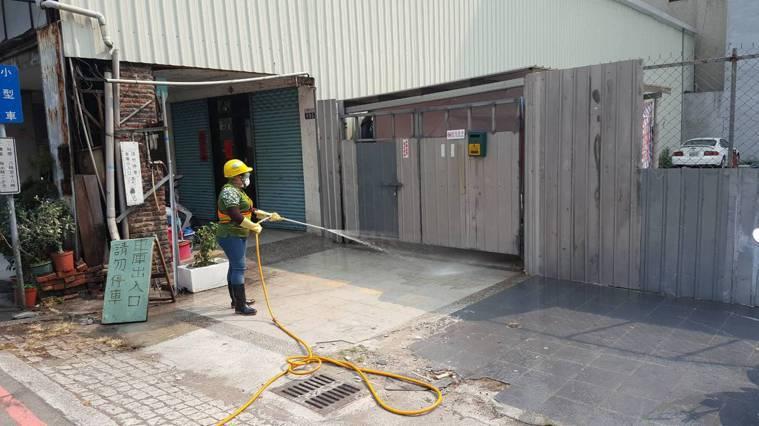 台中市環保局前往消毒。圖/環保局提供