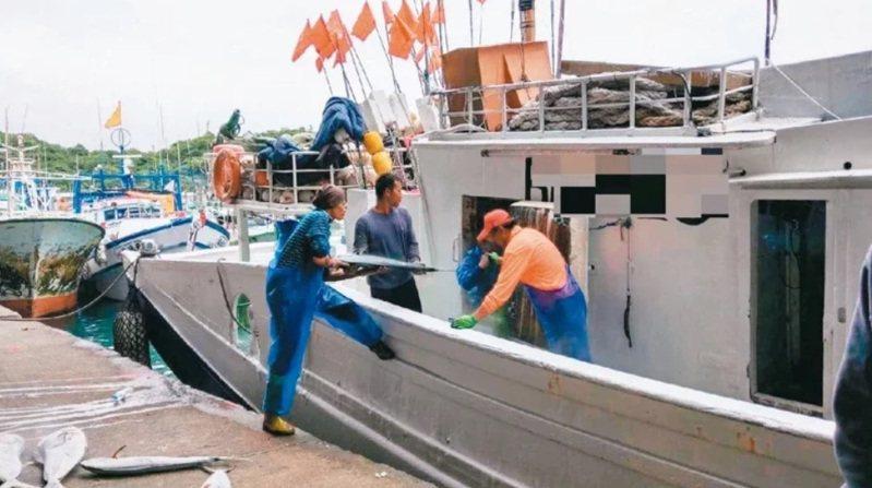 漁業署表示,會全面檢討,強化外籍船員保障措施。圖/聯合報系資料照片