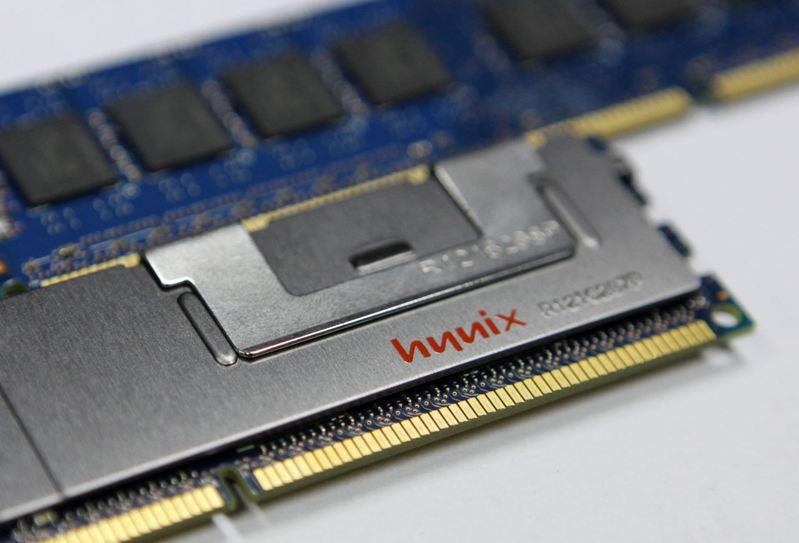 因加密貨幣、智慧物聯網、智慧家電、機上盒和低階手機銷售持續成長,供需失衡之下,DDR3 DRAM成為這波漲勢最凌厲的記憶體產品。路透
