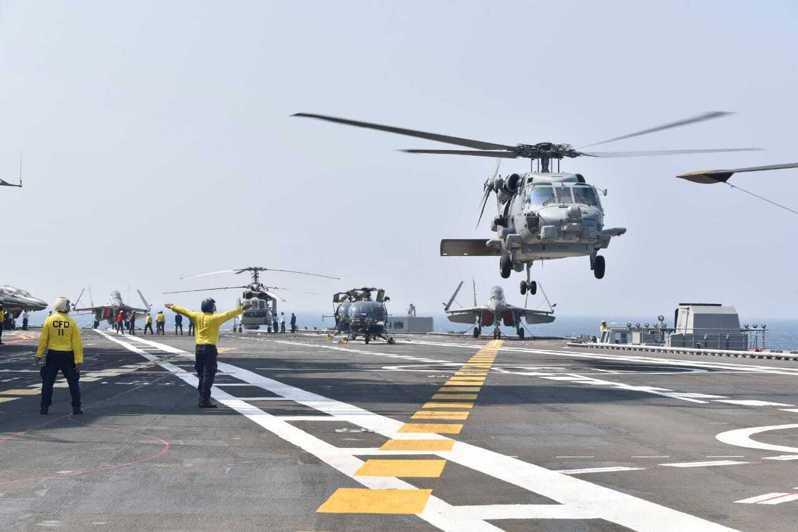 法國今起將與四方安全對話成員國(美日印澳)在孟加拉灣舉行為期三天的聯合軍演。圖為四方安全對話成員國去年11月在孟加拉灣舉行「馬拉巴軍演」。美聯社