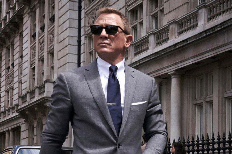 「007:生死交戰」上映日一波三折,原訂去年11月上檔,目前暫定延至今年9月底上映,如今爆出讓不少影迷興奮的消息,飾演「詹姆士龐德」的性格男星丹尼爾克雷格(Daniel Craig)將計劃親自到全球...