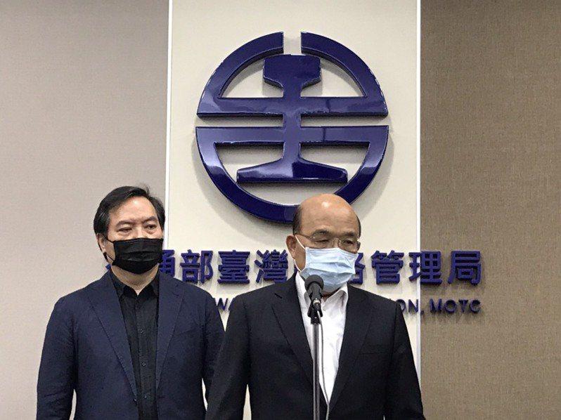 行政院長蘇貞昌(右)今前往台鐵局聽取太魯閣號事故簡報。記者吳姿賢/攝影