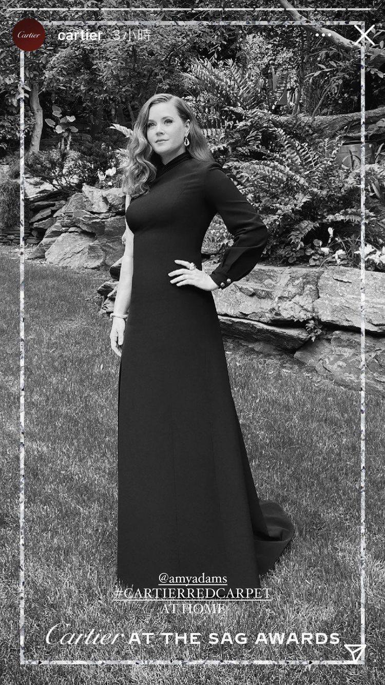 艾美亞當斯配戴卡地亞祖母綠鑽石珠寶。圖/取自IG @cartier