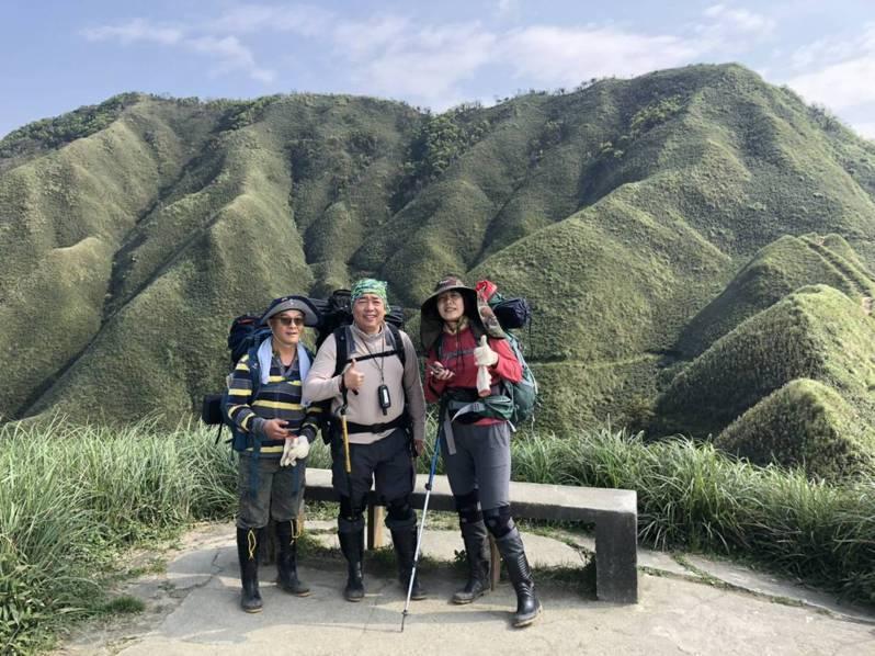 宜蘭抹茶山翠綠的緩坡山林成了網拍熱點。林務局羅東林區管理處提醒民眾在追逐美景時,也要做足登山的準備。圖/羅東林管處提供