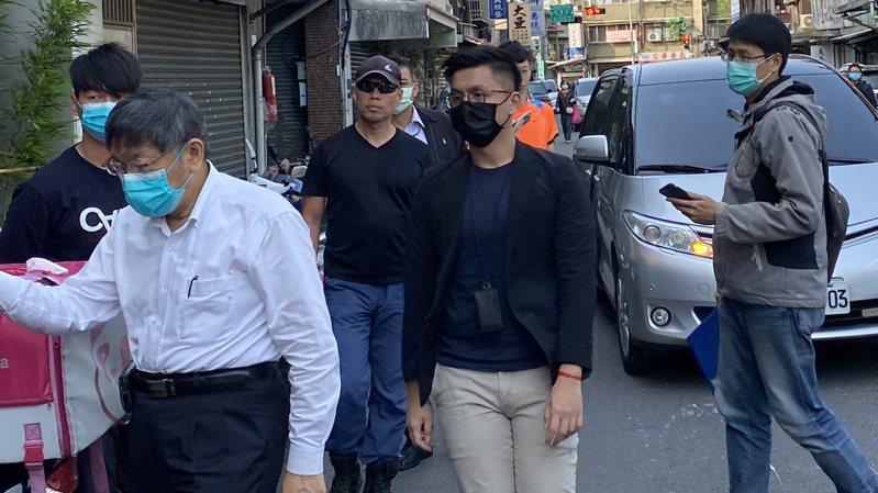 台鐵408次太魯閣號撞車事故後,台北市長柯文哲今前往靈堂弔唁並首次受訪。記者潘才鉉/台北報導