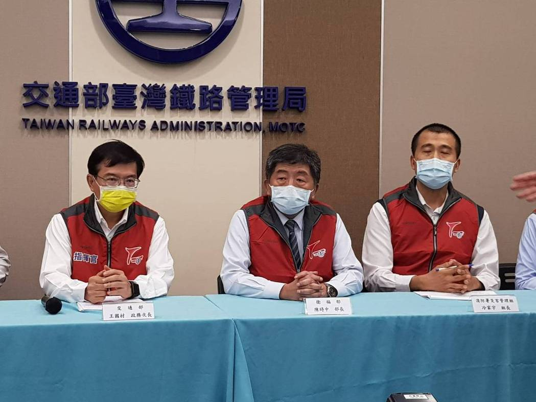 交通部政務次長王國材(左一)。記者彭宣雅/攝影