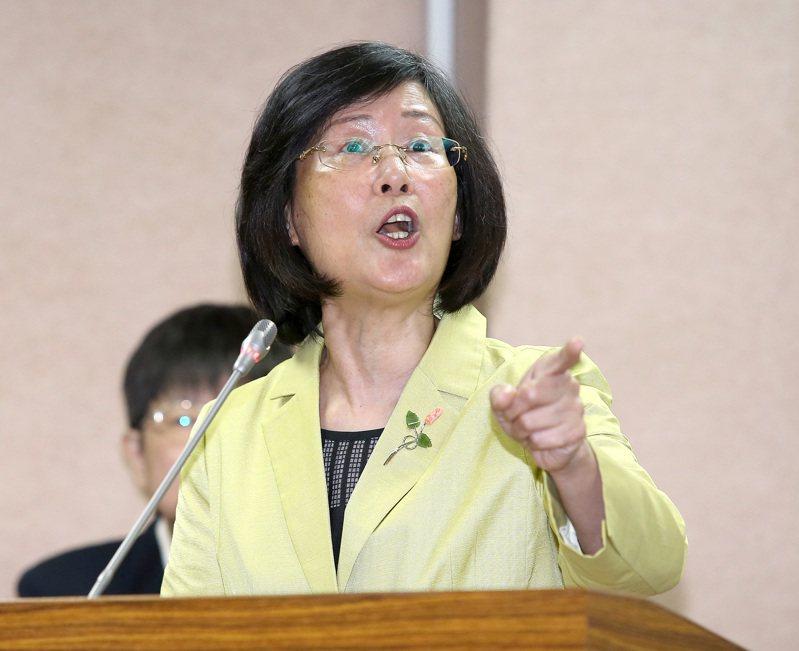羅瑩雪面對當時在野的民進黨、時代力量立委的咄咄逼人,常常與他們舌戰。圖/聯合報系資料照片